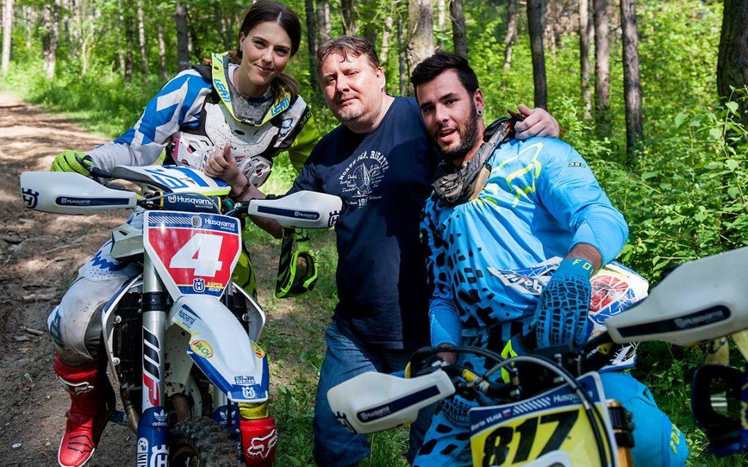 Lyžiarka Petra Vlhová s bratom Borisom si vychutnávajú Tatranskú minerálku aj motocross